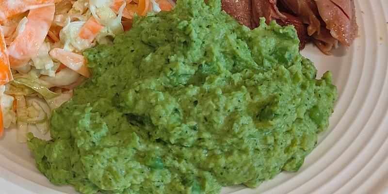 Purée z zielonego groszku i brokuła